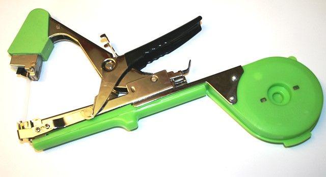 Tapner tying device